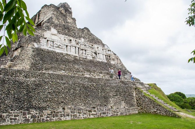 Xunantunich Half-Day Tour from Placencia with Lunch