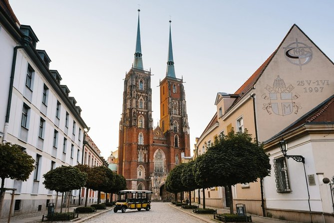 1-Hour Wroclaw Sightseeing Tour by Electric Car with Guide