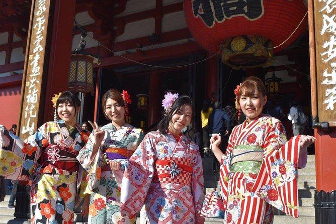Ride a rickshaw wearing a kimono in Asakusa! Enjoy authentic traditional culture!
