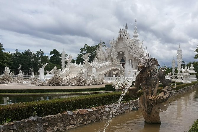 Private Temple Tour Chiang Rai Include Entry Fees / Pick Up Only In Chiang Rai
