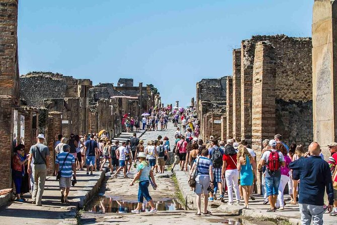 Pompeii Tour : Skip the Line Tour with an Archeologist (Small-Group)