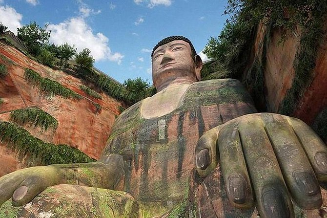 Chengdu Private Day Tour to the Leshan Giant Buddha with Lunch and Boat Ride