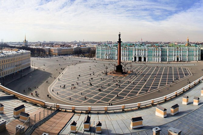 One-Day Visa-Free Tour in St Petersburg with Vodka Tasting
