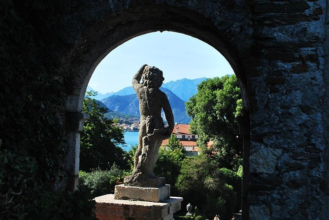 Private tour on isola Bella with a tour guide and sunset cruise with aperitif.