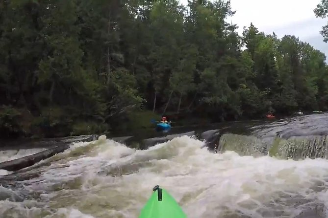 Whitewater Kayak Adventure over 80 rapids (Advanced) photo 3