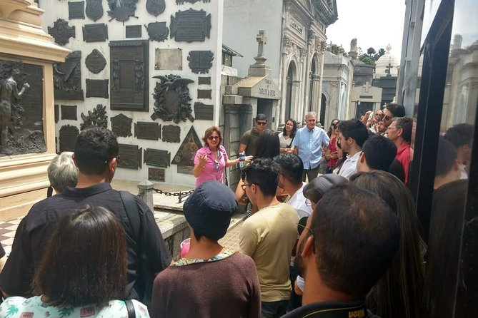 English tourist guide Recoleta cemetery