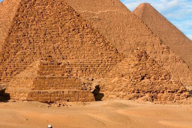Spend 4-5 hours enjoying Pyramid and Sphinx tours ا