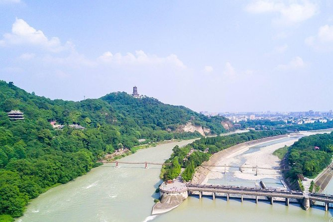 Chengdu Private Day Tour to Dujiangyan Irrigation System and Sanxingdui Museum photo 1