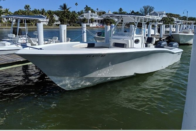Private Half-Day Fishing Charter in Nassau 31' Boat photo 1
