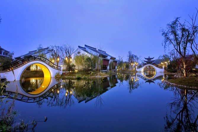 Day Tour to Explore the picturesque Scenery and the Divine Culture in Hangzhou
