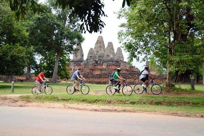 Full-Day Angkor Temple Bike Tour from Siem Reap Inclusive of Lunch