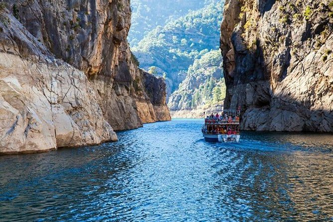 Food and Boat Tour in the Green Canyon