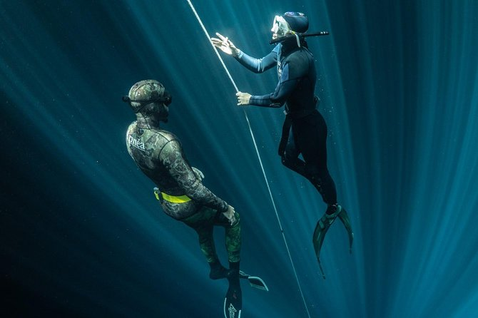 Training session for certified freedivers