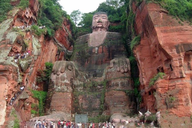 Private Day Tour to Chengdu from Beijing by Air: Leshan Giant Buddha and Pandas