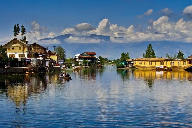 A Serene Holiday in Kashmir