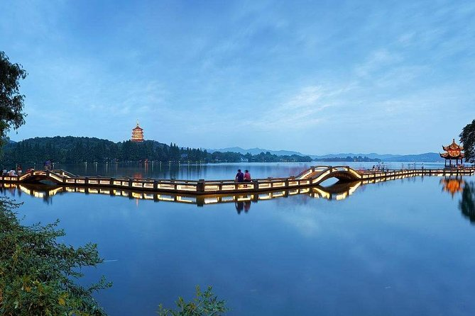 Day tour to Enjoy the Picturesque Scenery in Hangzhou