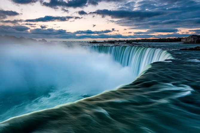 Private Airport Transfer: from Niagara Falls to Toronto Pearson Airport (YYZ)