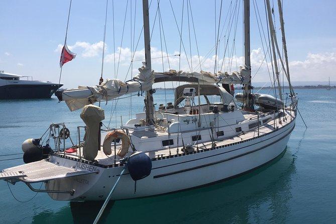 Sailing charter along the Maltese shoreline incl. Lunch and drinks