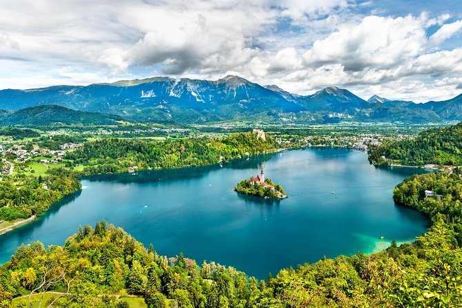 PRIVATE TOUR Postojna Cave and Lake Bled with Lunch from Ljubljana