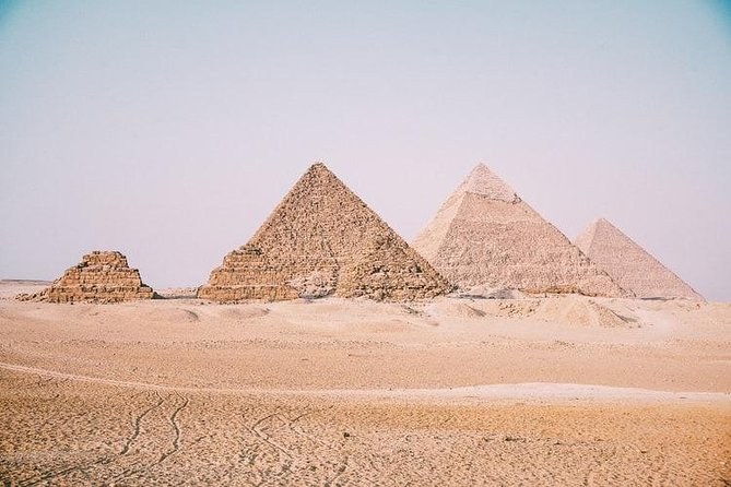 Cairo By Bus from HURGHADA (Sphinx & Pyramids and Egyptian Museum & Lunch )