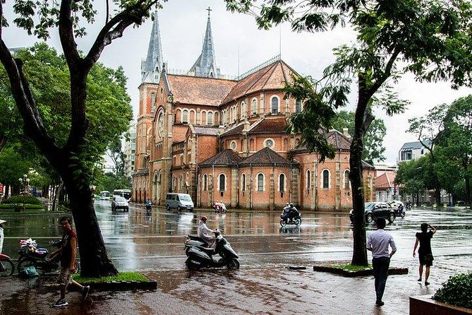 Cu Chi Tunnels & Ho Chi Minh City Historical Tour with Lunch