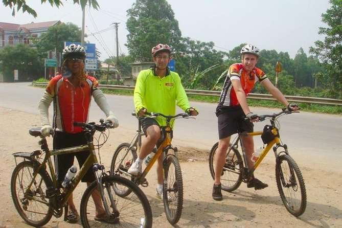 Angkor Temple Bike Tour from Siem Reap Inclusive of Lunch & pickup/drop-off