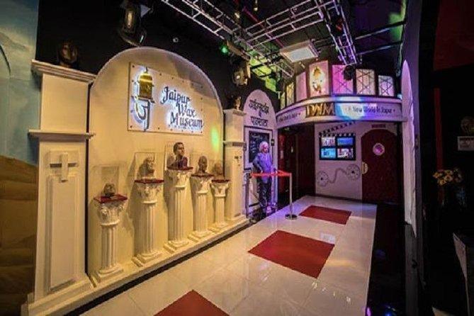 https://media.tacdn.com/media/attractions-splice-spp-674x446/0a/79/17/2a.jpg