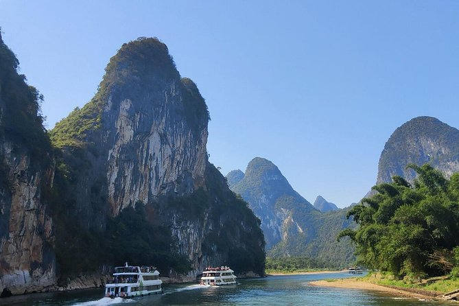 Full-Day Li-River with the 4 Star Luxury Boat VIP Room and Yangshuo Cooking Tour