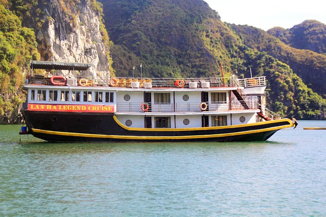 Lan Ha bay deluxe cruise 2D/1N: kayaking & swimming at pristine places & meals