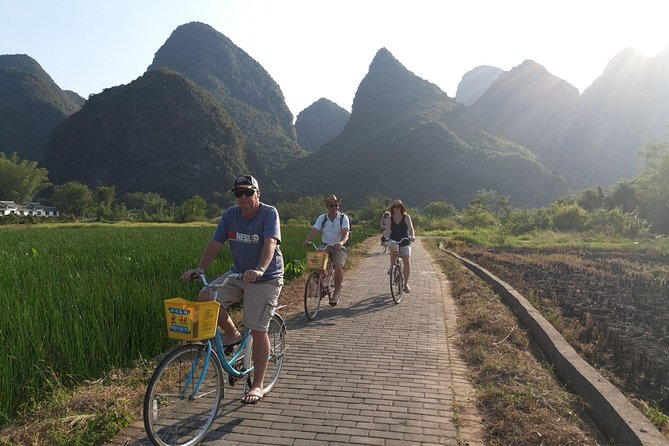 Full-Day Li-River with the 4 Star Luxury Boat VIP Room and Yangshuo Cycling Tour