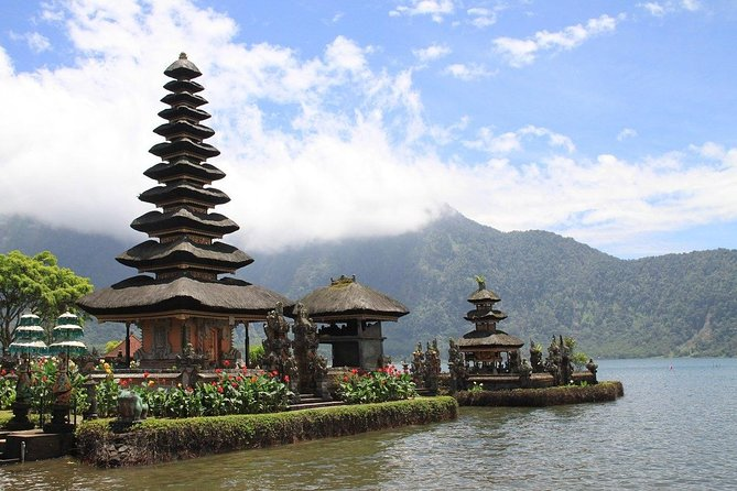 1 DAY Fantastic Ulundanu Bratan Temple & Lake Bratan Private Tour 8 hours / Banyumara Twin Waterfall, Wanagiri Hill etc. / English and Japanese driver included