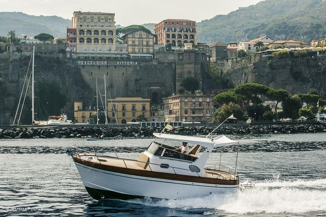 Exclusive private boat 25 ft - Departure from Sorrento full day (6 guests)