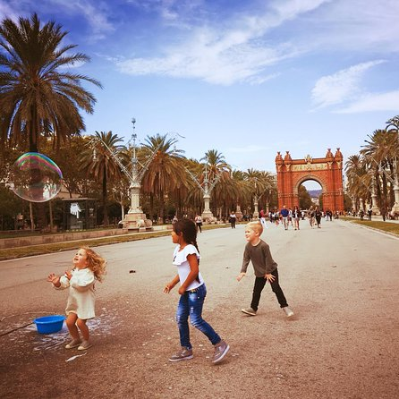 Private Family City Walking Tour. Explore Barcelona in a Kids friendly way, with Churros & games