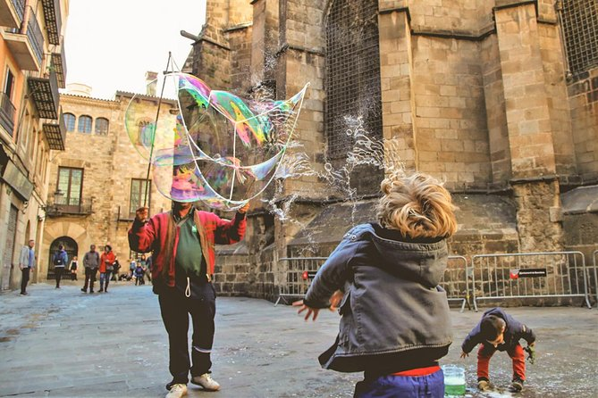 Private Family City Walking Tour Barcelona - Churros, hot chocolate & games