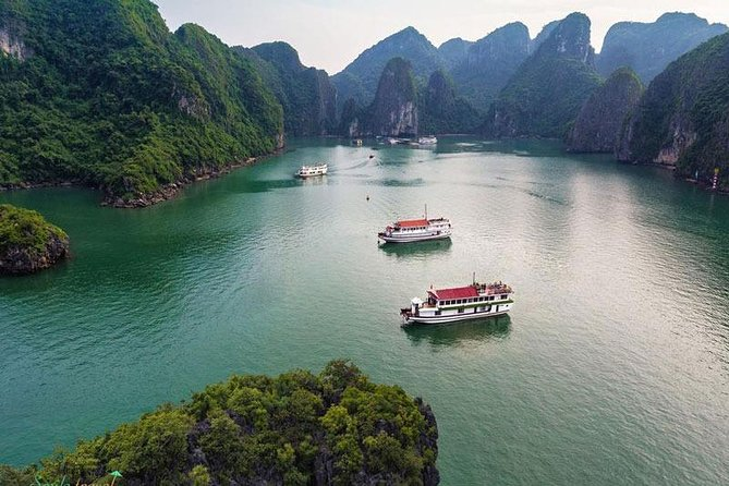 Halong Bay Tour 2 Days 1 Night- Overnight on 3 Star Cruise With Squid Fishing