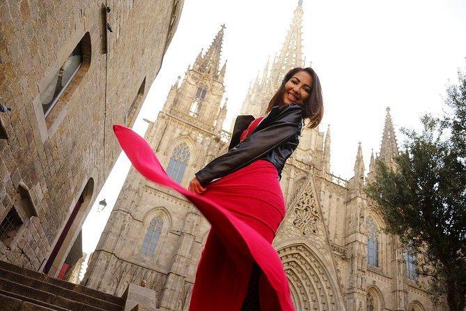 Private photo session in Barcelona's Gothic Quarter