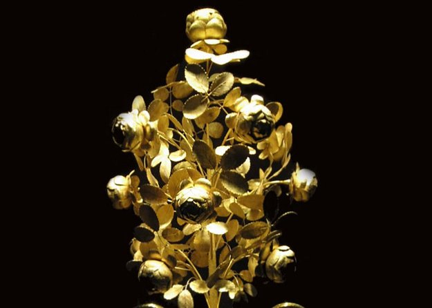 How to Pick a Crown: a Special Tour in the Imperial Treasury