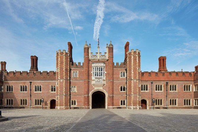 Full-Day Tudor Tour to Hampton Court Palace and Hever Castle