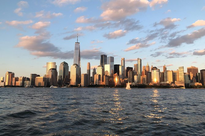 Private Couples/Small Group Sail: Tour NYC landmarks on a luxury sailing yacht