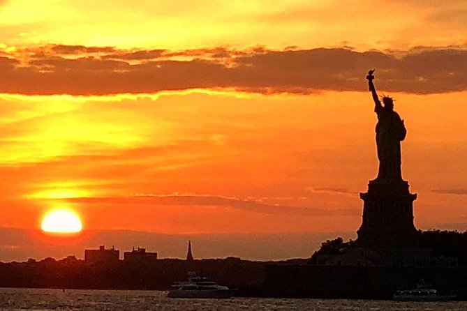 Private Romantic Sunset Sail: Tour NYC top landmarks on a luxury sailing yacht