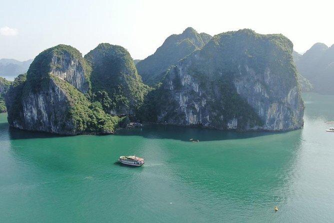 Halong bay 7hours cruising trip: Kayaking, Swimming, Surprise cave, Titop island