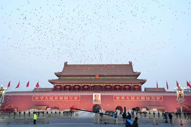 Beijing Private Tour with Forbidden City, Beihai Park, Jingshan & Acrobatic Show