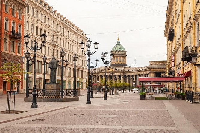Walking tour in St Petersburg with off the beaten track places.