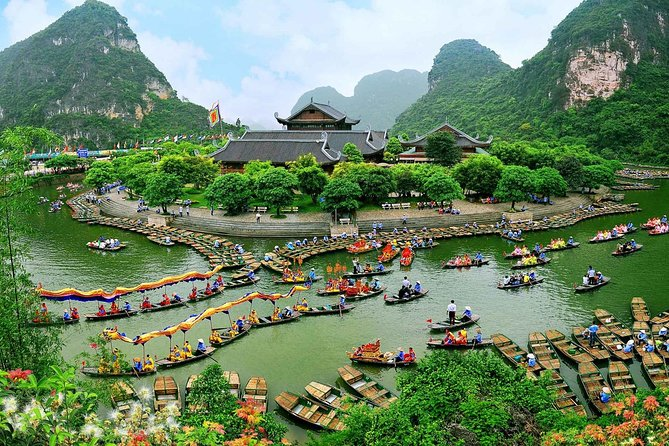 Private Tour Bai Dinh Pagoda and Trang An Grottoes from Hanoi