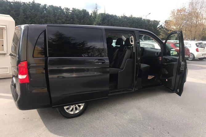 SABİHA GÖKÇEN Airport Private Arrival Transfer with Meet & Greet
