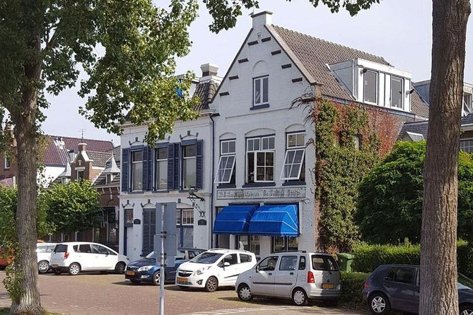 The PAAUW factory established in a blue and white building.