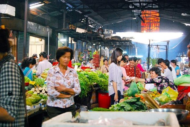 Half-Day Morning Market and Street Art Tour