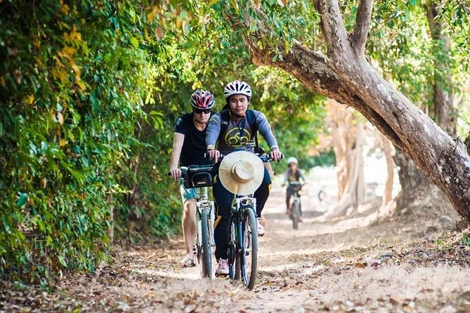 Angkor Wat & Bayon:: the Smiling Temple Bike Tour