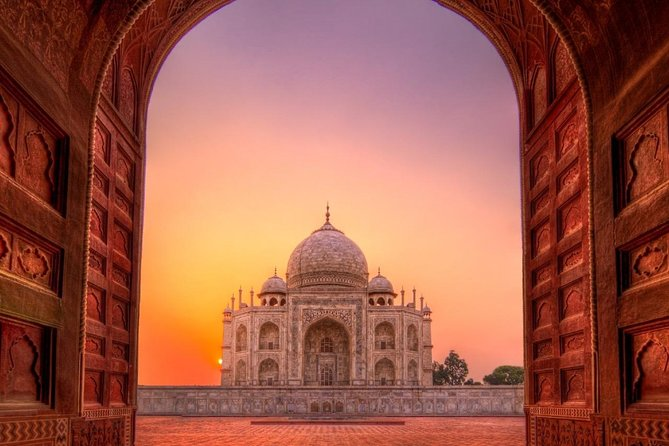 Skip The Line:Taj Mahal & Abhaneri Step Well Tour From Jaipur With Entry & Lunch