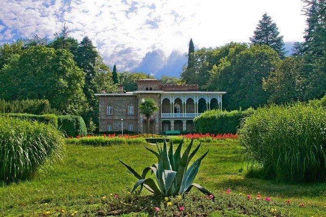 4 Full days in Georgia with private tour, free aiport